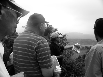 勘地(45)政府與鄉民代表研究坡角侵蝕