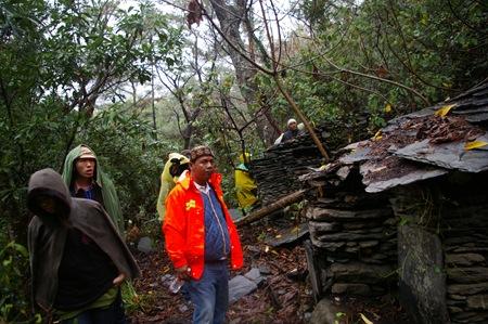 13 大武部落族人回到舊部落家屋整理